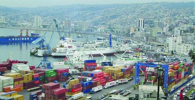 Piden al gobierno regularizar los contratos de trabajadores portuarios (imagen de archivo)