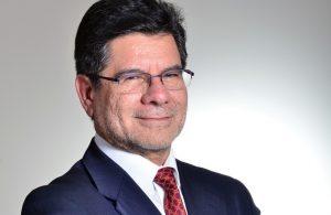 """Adolfo Alvial escribió la columna de opinión titulada """"Innovación y propiedad intelectual: Desafíos para la industria salmonicultora"""""""