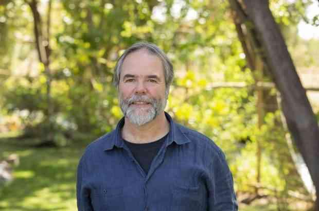 Científico chileno es premiado en Estados Unidos por su legado en la educación e investigación subantártica