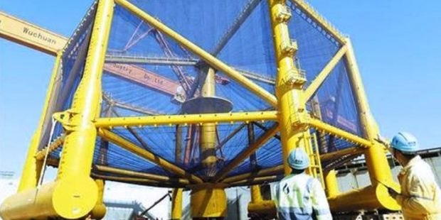 La razón que llevó a reparar jaula salmonicultora gigante en China (foto: Xinhua)