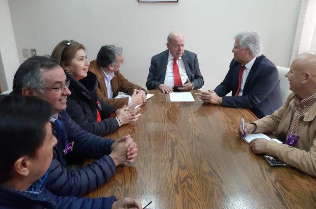 Festrach se reúne con congresistas y plantea preocupación por agenda legislativa pesquera