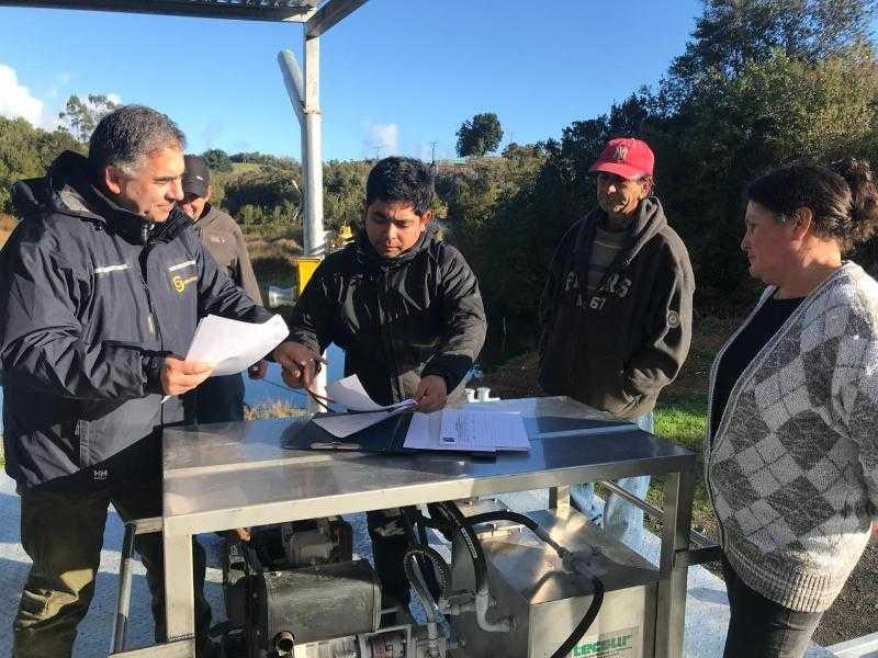 A.G. Pullihue recibió plataforma para el cultivo de ostras2