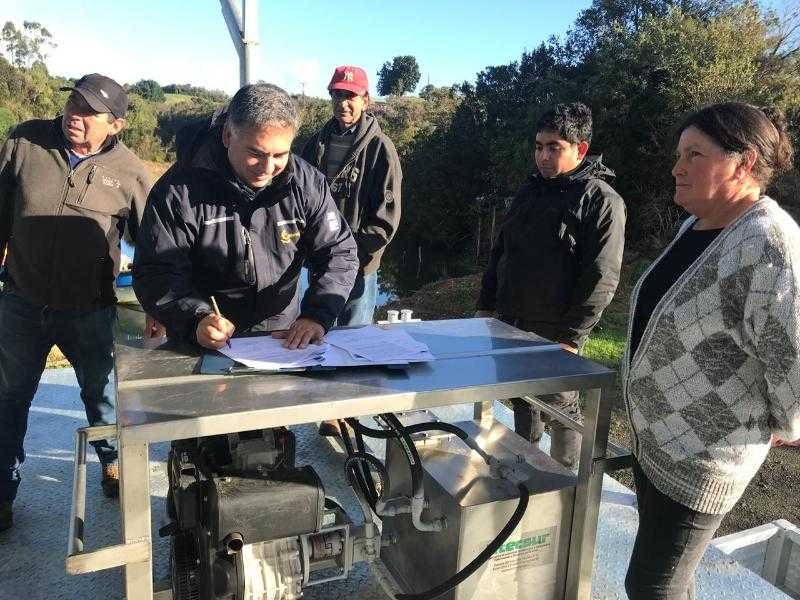 A.G. Pullihue recibió plataforma para el cultivo de ostras3