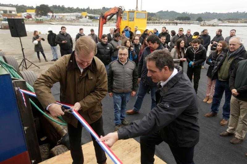 Salmonicultora bautizó nuevo pontón que operará en Magallanes2