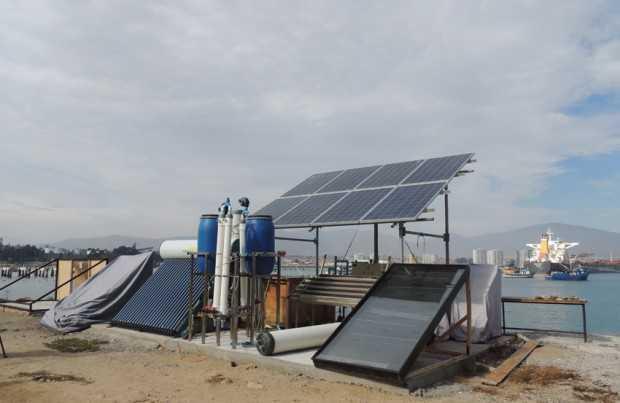 Destilación solar de agua marina
