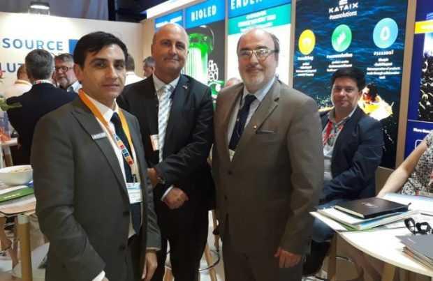 El gerente general de Editec, Cristián Solis; el embajador de Chile en Noruega, Waldemar Coutts; y el subsecretario de Pesca y Acuicultura, Román Zelaya