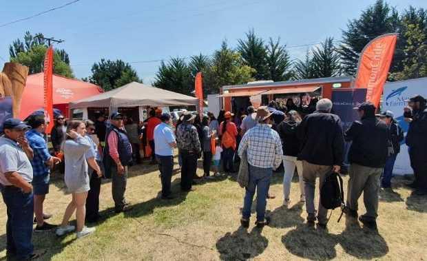 Decenas de personas visitaron el stand esperando una degustación.
