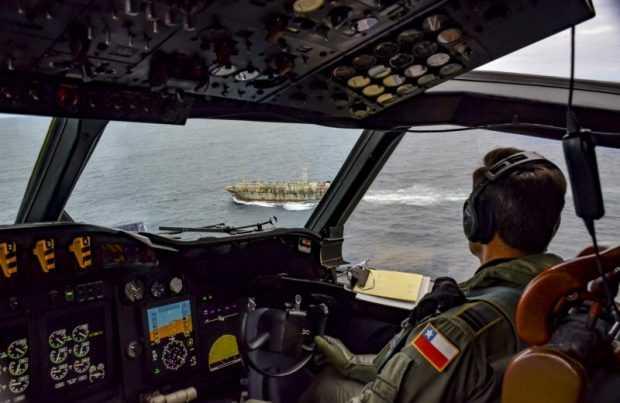 [+FOTOS] Con avión y patrullero: La Armada fiscalizó a la flota pesquera china