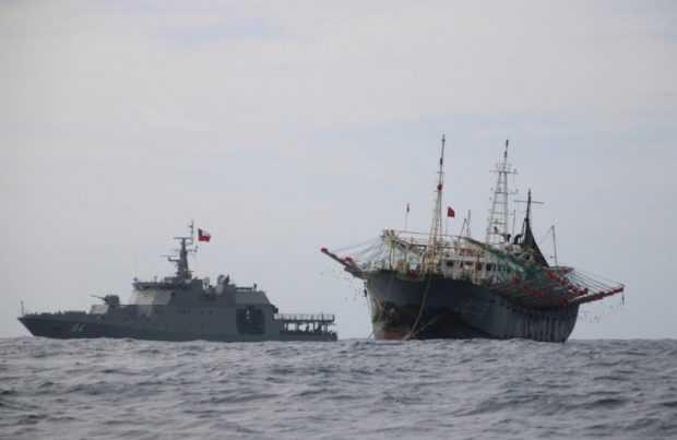Últimos pesqueros chinos comienzan a abandonar aguas chilenas