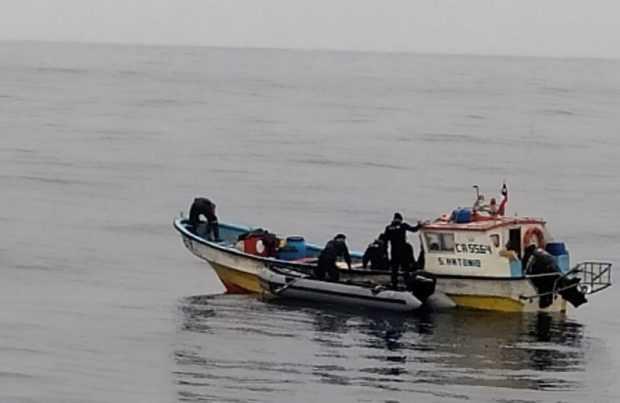 Logran rescatar a cuatro pescadores al garate en San Antonio