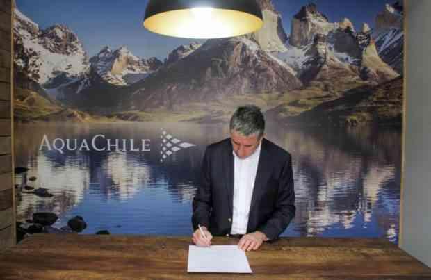 AquaChile firma compromiso en Magallanes