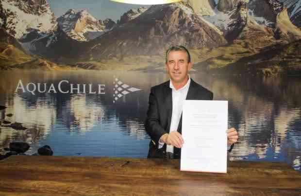 AquaChile firma compromiso en Magallanes1