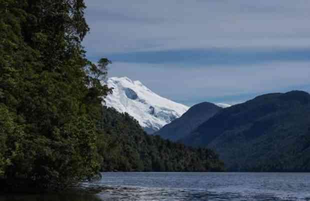 Completan segunda campaña de monitoreo a área marina de Aysén_ventisquero (foto UACh)